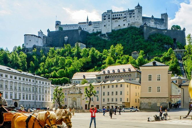 Daily Door-to-Door Shared Shuttle Service from Salzburg to Cesky Krumlov