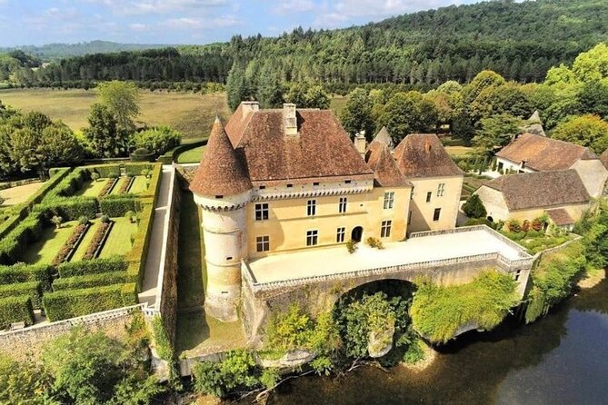 Great treasure hunt at the castle of Losse