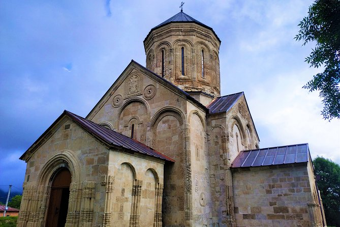 Private Tour to Racha from Tbilisi (Shaori, Nikortsminda, Barakoni, Khvanchkara)