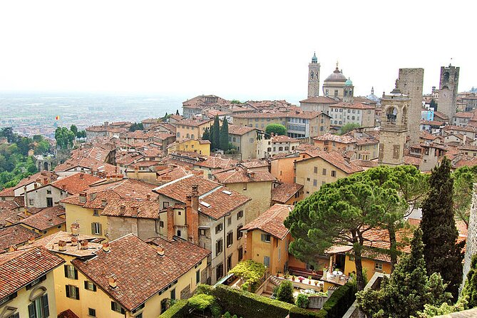 Highlights of Bergamo Upper Town: Walking Tour with Local Guide & Funicular Ride