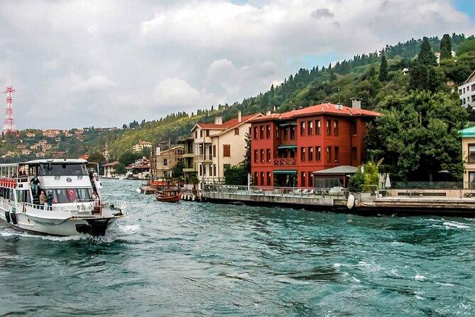 Bosphorus Full Day Tour: Bosphorus Cruise, Uskudar and Dolmabahce Palace