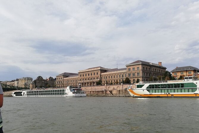 One way private transfer from Budapest cruise port to Budapest hotels