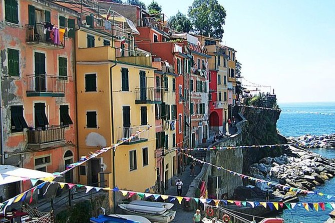 Private Roundtrip Transfer to Cinque Terre from Florence