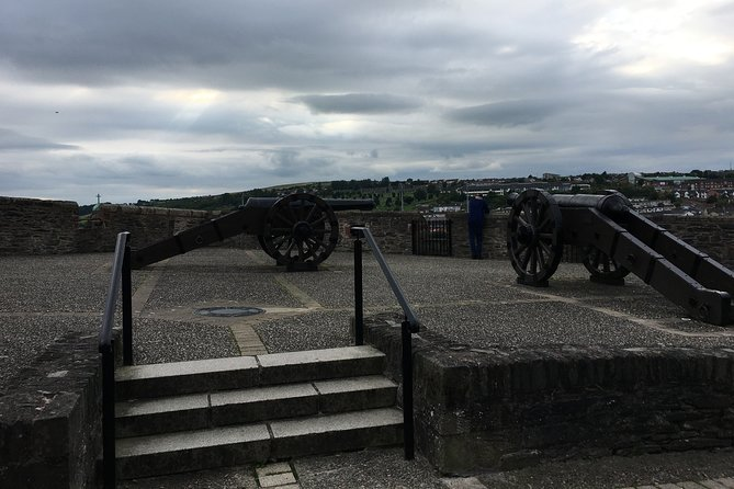 Derrie Danders: Highlights of the Walled City a Self-Guided Audio Tour