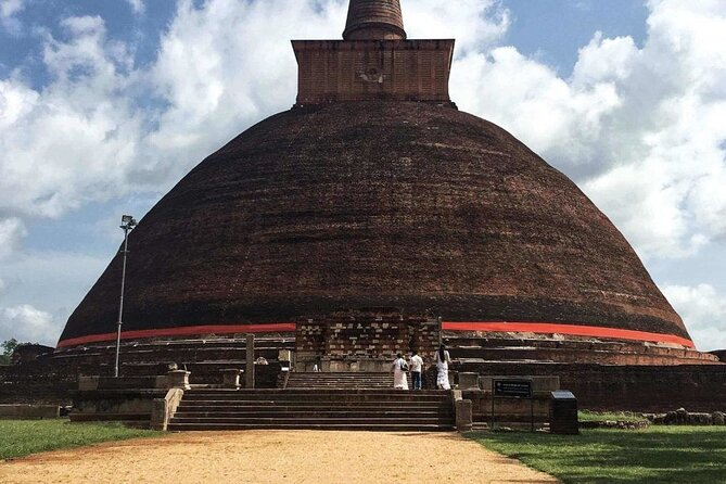 Discover the rich and vast cultural heritage of Sri Lanka within 5 days