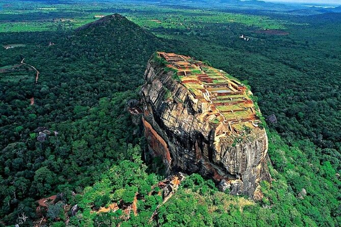 Private day trip to sigiriya and hiriwadunna from colombo