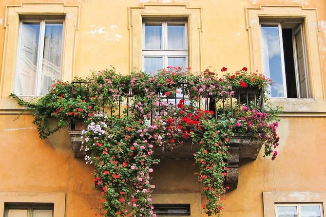 Trastevere and Jewish Ghetto with tipical Italian aperitif Small Group Tour