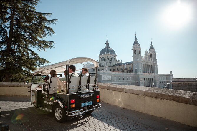 Express tour in Madrid by electric tuk-tuk