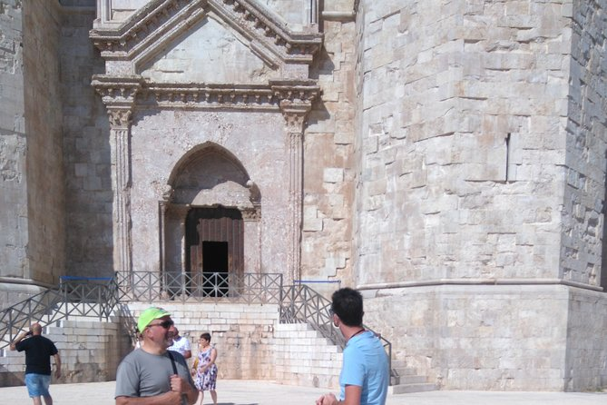 "The mysterious ""Castel del Monte"" (outside tour guide)"