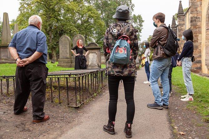 Haunted Vaults and Graveyard Walking Tour in Edinburgh