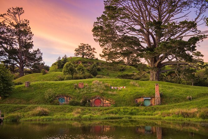Hobbiton Movie Set Tour & Rotorua Living Māori Village Experience