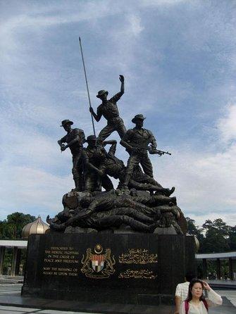 Kuala Lumpur National Monument (Tugu Negara)