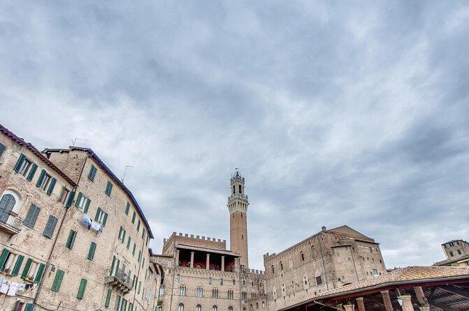 Siena Piazza del Mercato