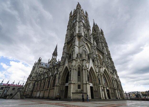 Basilique du vœu national (La Basílica del Voto Nacional)