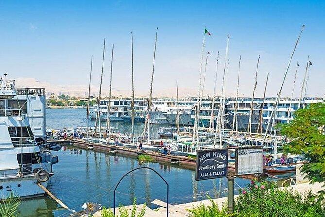 Privater Transfer bei der Ankunft am Hafen von Luxor