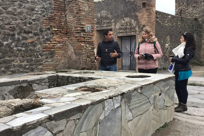 Pompeii with an archaeologist, private visit at sunset