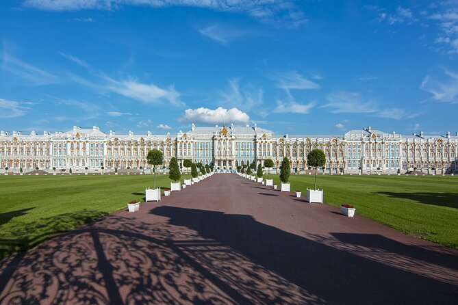 Catherine's Palace Private Tour and Exclusive Amber Workshop at Tzars Village