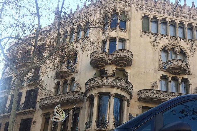 Private Full Day Tour in Barcelona with Transportation