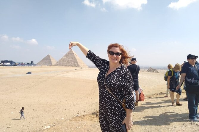 8-Hour Private Tour of Giza Pyramids, Cairo Museum & Bazaar in one day