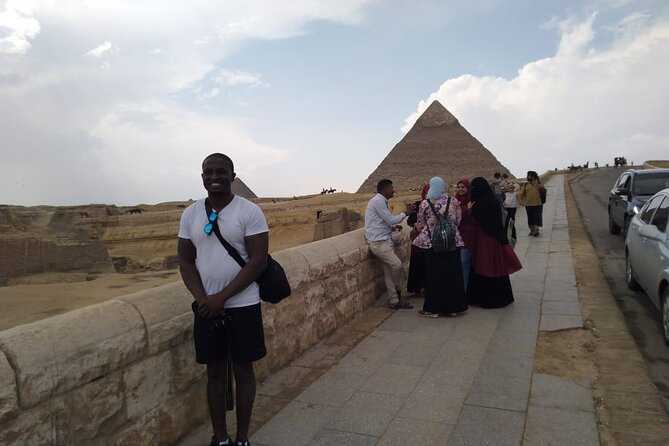 Giza Pyramids, Sphinx, Egyptian Museum, Khan el-Khalili Bazaar in one day
