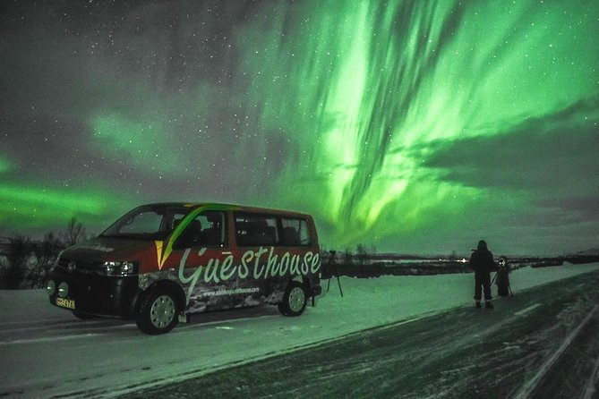 Guided Aurora Chasing by Car in Abisko
