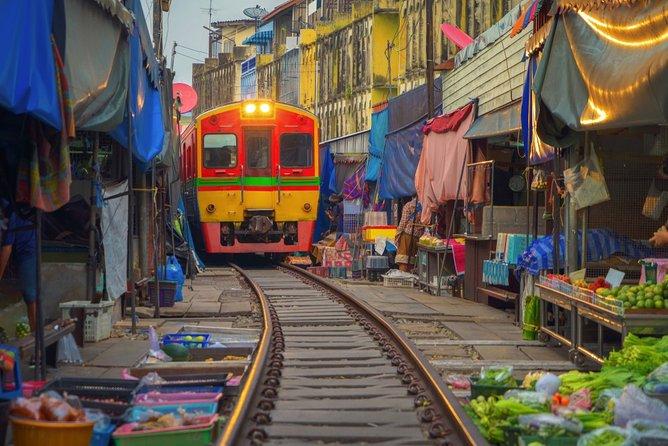 Half day Bangkok tour : Maeklong train market & Damnoen Saduak Floating Market