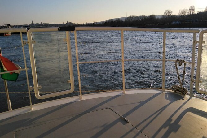 One hour Hen or Stag party boat with free drinks