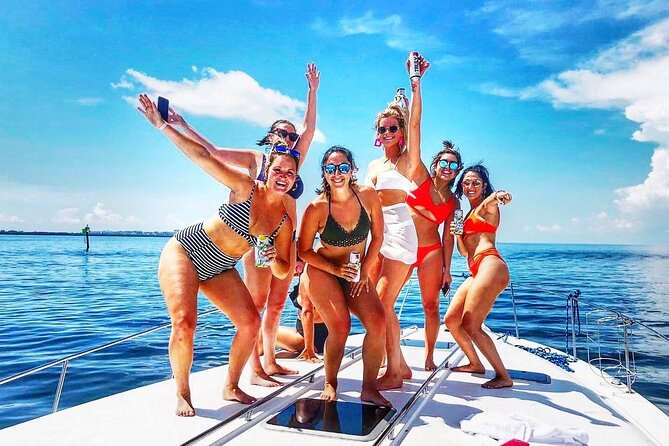 Small-Group Yacht Rental Sundancer in Miami