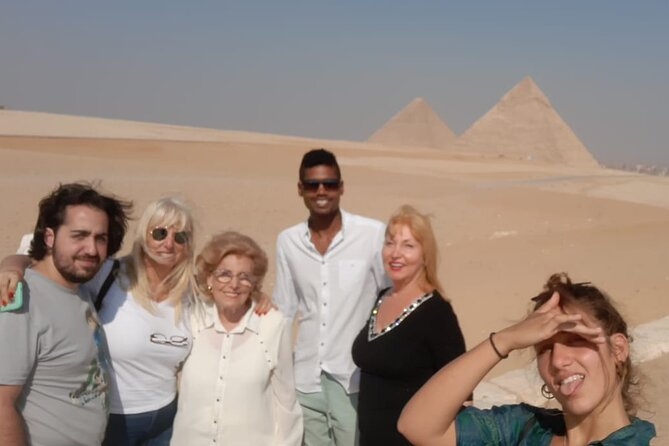 Private day Tour to Giza Pyramids and The Egyptian Museum