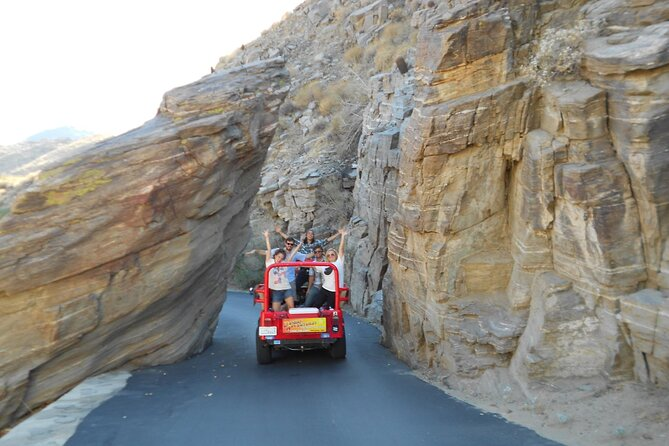 Indian Canyons Walking Tour by Jeep from Palm Desert