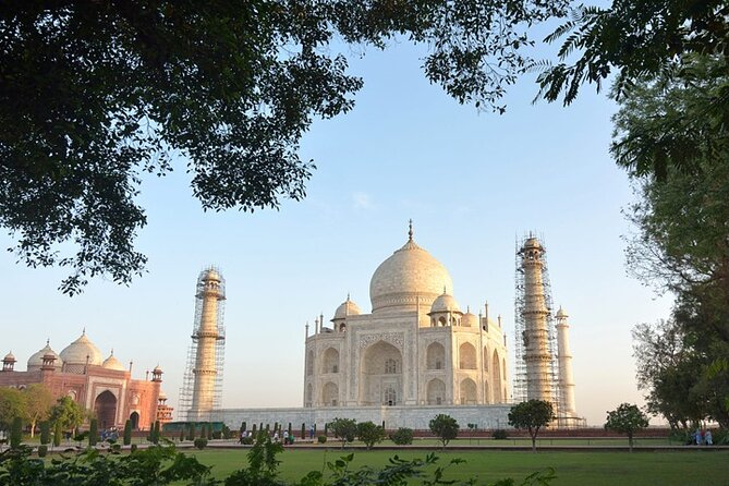 Full-Day Private Guided Tour of Taj Mahal and Agra by Train