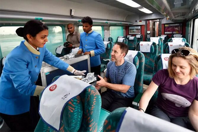 Luxury train tour from Delhi to Agra