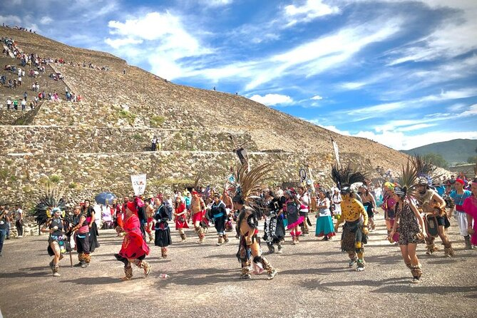 Teotihuacan with a Local