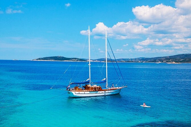 Private luxury sailing cruise aboard boutique yacht Luopan
