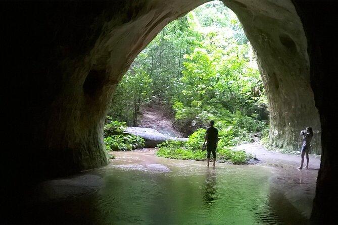Presidente Figueiredo: Recorrido a pie y exploración de cuevas desde Manaos