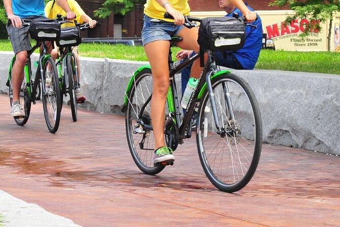 Location de vélo de ville hybride confortable à Boston