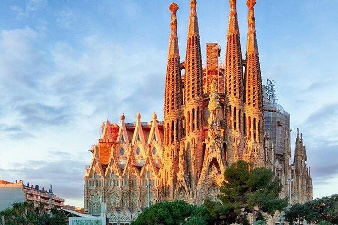 Esperienza di navigazione e Sagrada Familia con il tour del piccolo gruppo di Park Guell