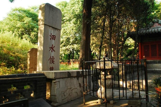 Cemetery of Confucius (Kong Lin)