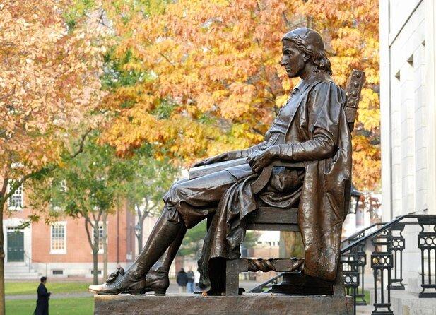 Statua di John Harvard