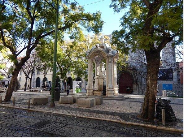 Carmo Square (Largo do Carmo)