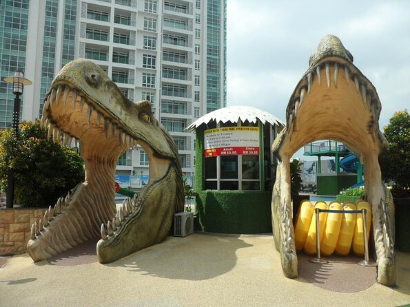 """Dinosaurs Alive"" Water Theme Park"