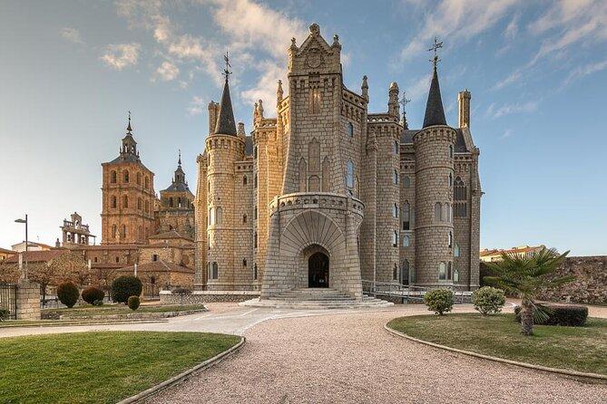 Palace of Gaudi (Palacio de Gaudí)