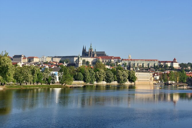 Prague Castle Ticket and Introductory Overview at 10:05am