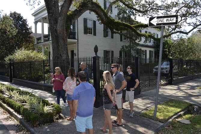 Garden District and Lafayette Cemetery Combo Walking Tour