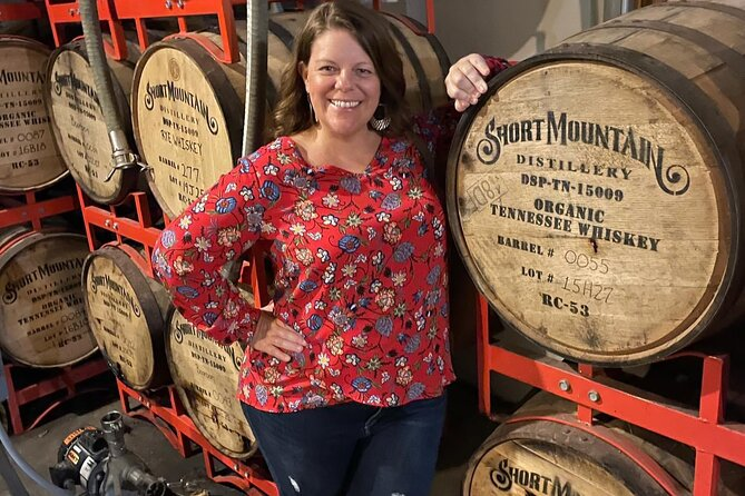 6-Hour Moonshine & Whiskey Mini Bus Tour with Live Entertainment from Nashville