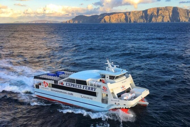 Lanzarote: Return ferry ticket to La Graciosa with free wifi and bus pick up