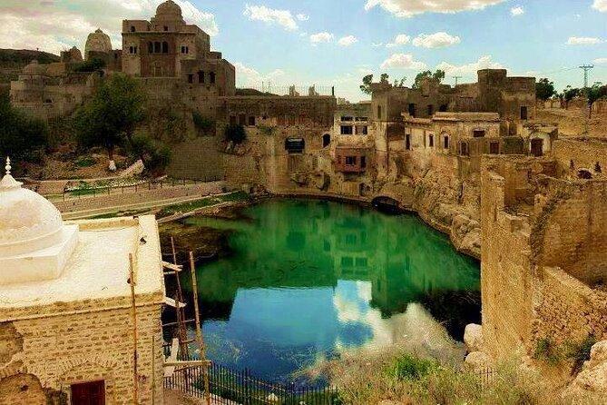 From Lahore: Katas Raj Temple, Khewra Salt Mines & Kalar Kahar Day Trip