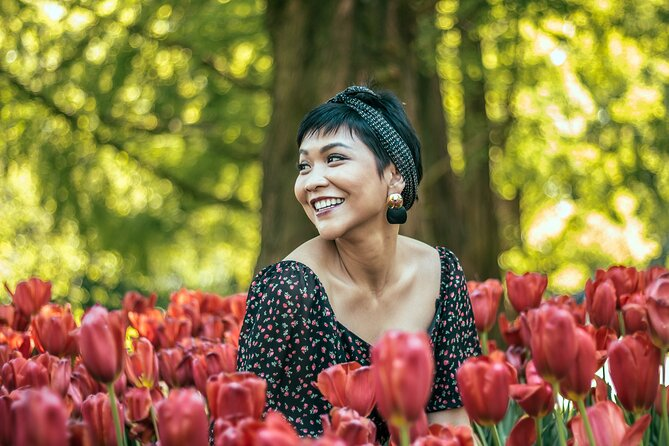 Professional Keukenhof Tulip Gardens Photo Session and Fun Tour near Amsterdam