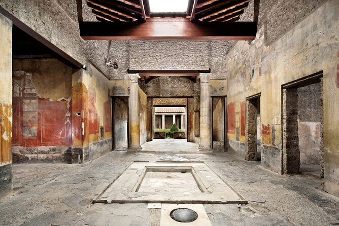 Small-Group Tour in Pompeii with a Real Archeologist, ticket included