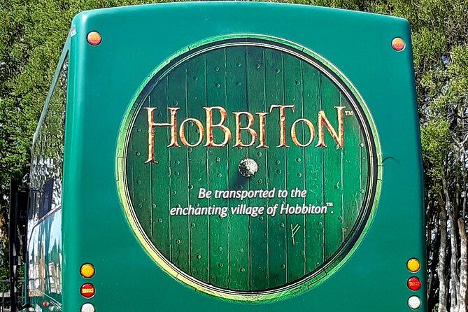 Hobbiton Movie Set & Glow-Worm Cave Tour from Auckland (Return Trip)